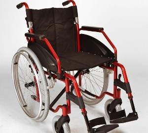 Folding self propelled wheelchair with quick release wheels