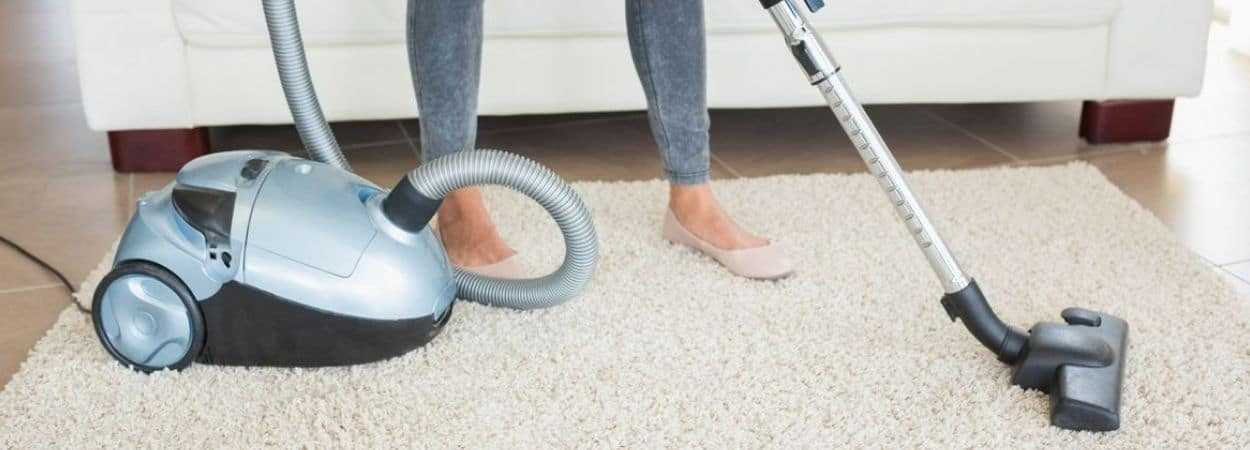 Lightweight vacuum cleaners for the elderly